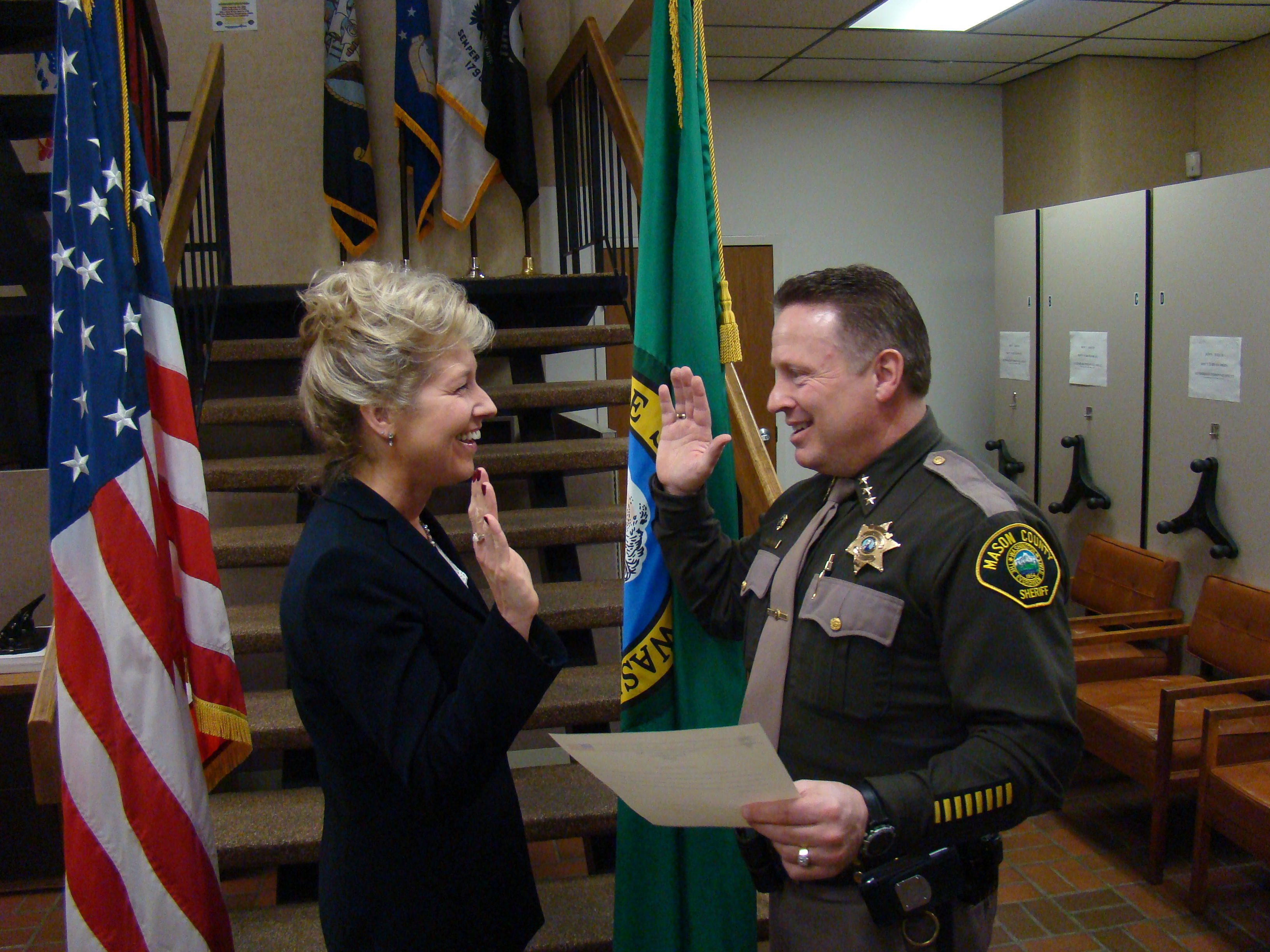 Sheriff Salisbury swearing in Chief Ehrich