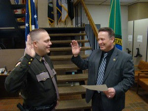 Mason County Sheriff swears in a new Deputy Sheriff