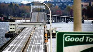 More State Route 520 floating-bridge pontoons arriving at Lake Washington