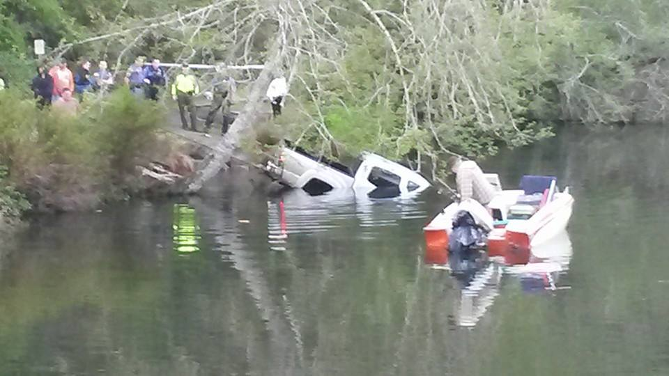 truck slides into lake sylvia in montesano no injuries newstalk kbkw truck slides into lake sylvia in