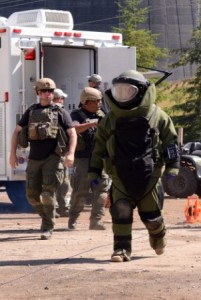 A Soldier with the Washington Army National Guard's 319th Explosive Ordnance Disposal Company, 741st Ordnance Battalion, leads a team out to inspect a suspected vehicle borne improvised explosive device on a training lane June 26, 2015, at Satsop Regional Educational and Training Center in Elma, Wash., as part of Raven's Challenge IX. (Photo by Sgt. Lisa Laughlin, 122d Public Affairs Operations Center)